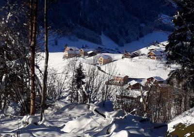 Fernblick-Schoppernau-Dorf-Halde-Winter
